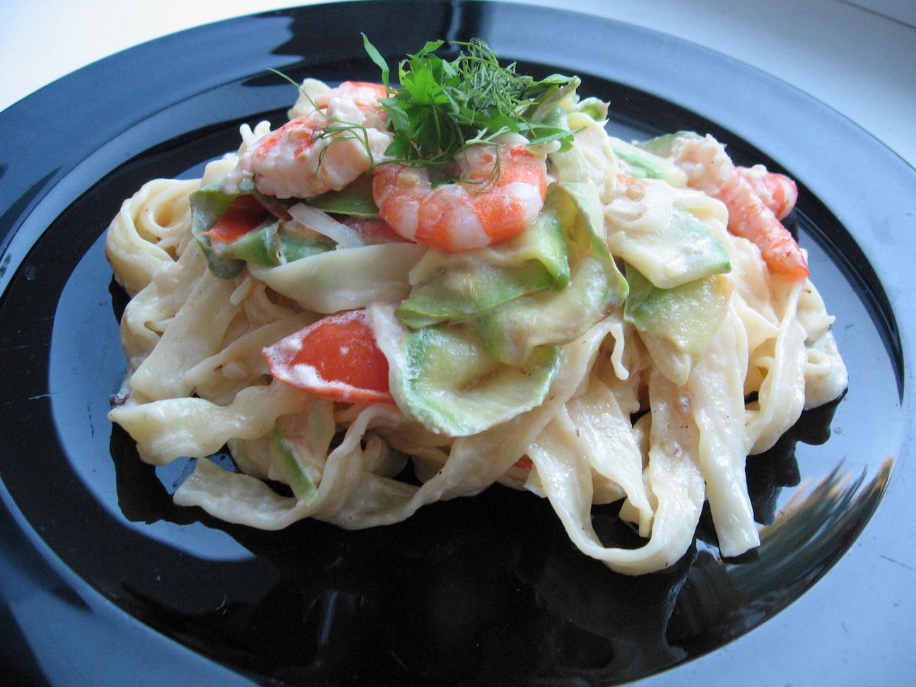 Феттучини (паста) альфредо с креветками - рецепт, как приготовить ... | 972x1296