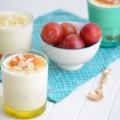 холодный десерт из белого шоколада, сливок и абрикосов