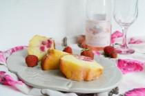 Нежный кекс со свежими ягодами