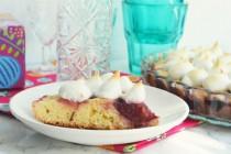 Пирог со сливами и меренгами