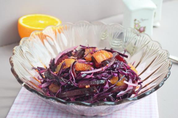 салат из краснокачанной капусты, свеклы и апельсина