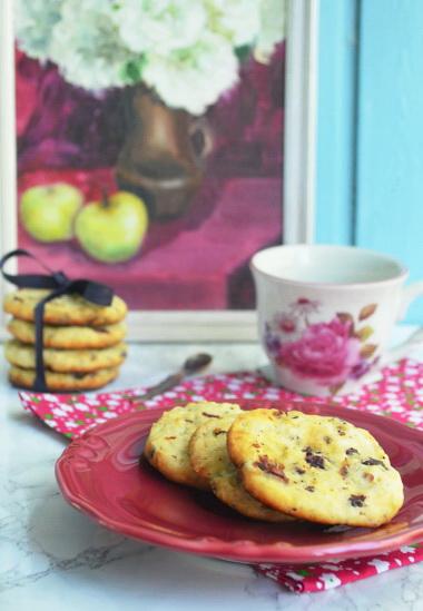 печенье из творога с шоколадом и сушеной вишней