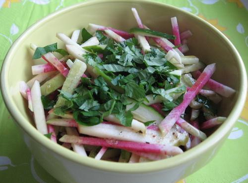 Салат из зеленой редьки