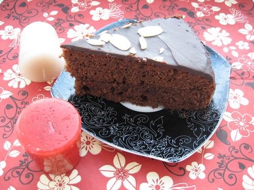 Торт с шоколадом и прослойкой из джема