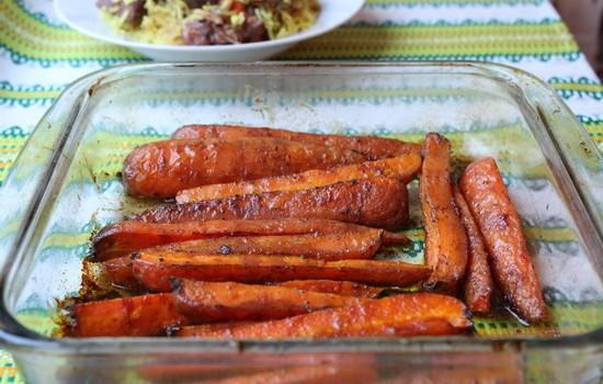 Молодая морковь, глазированная  кленовым сиропом или медом