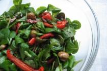 Салат из корна, печеного перца и грибов