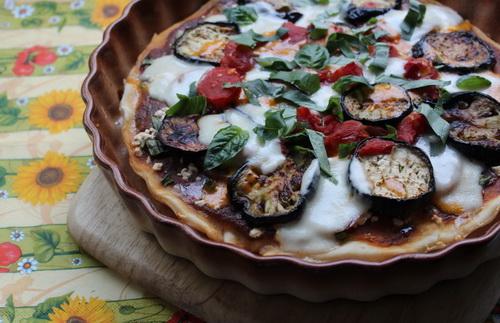 Пицца с баклажанами и брынзой
