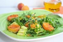 Салат из рукколы и абрикосов