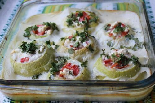 Патиссоны, фаршированняе овощами в соусе бешамель