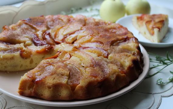 Пирог-перевертыш с нектаринами и яблоками «белый налив»