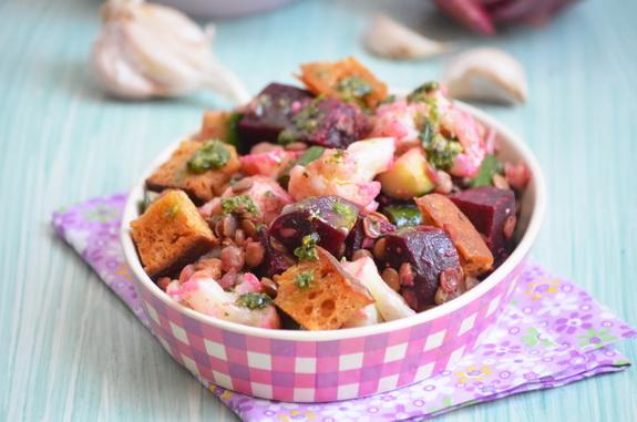 салат с чечевицей, свеклой и цветной капустой