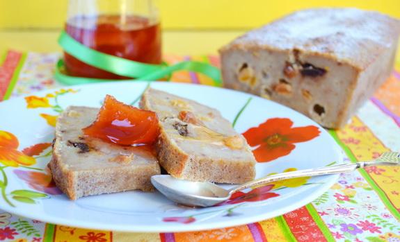 Хлебный пудинг со специями и сухофруктами