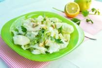 Салат с сельдереем, яблоком и йогуртовой заправкой