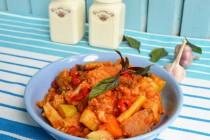 Гивеч по-молдавски с яблоком и печеными овощами