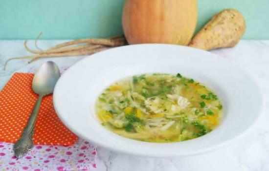 Куриный суп с корнеплодами, тыквой и савойской капустой