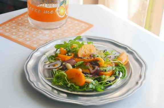 Салат с хурмой и запеченным перцем