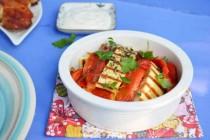 Салат с запеченным перцем и сыром халуми