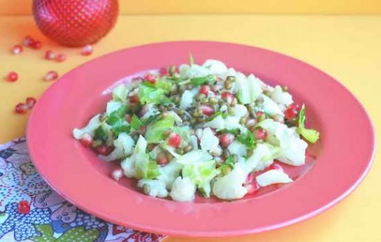 Салат с гранатом, машем и цветной капустой