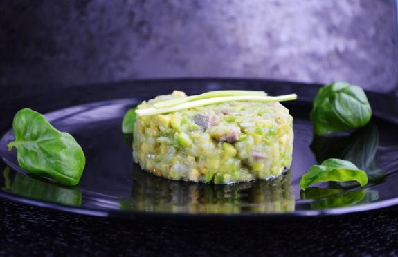 тартар с сельдью и авокадо