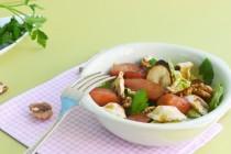 Салат с айвой, орехами и корнем петрушки