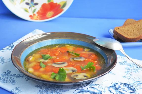 фасолевый суп с тыквой и грибами