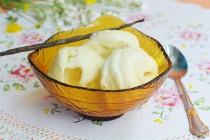 Сливочное мороженое с ванилью