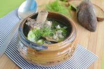Говяжий суп с перловкой и грибами