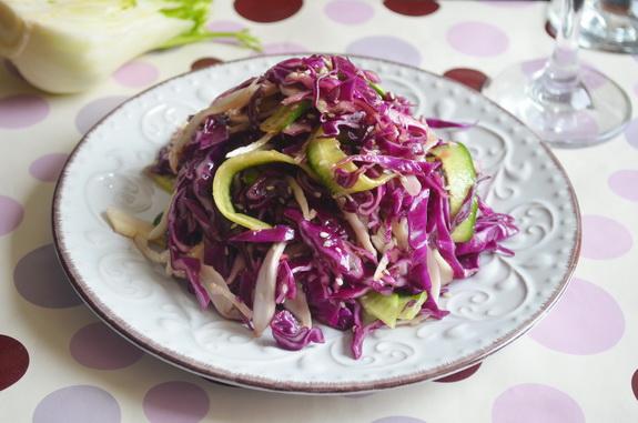 салат из краснокачанной капусты, фенхелея с имбирной заправкой