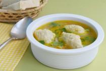 Куриный суп с манными клецками