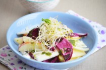 Салат из свеклы, фенхеля и яблока с мятным маслом