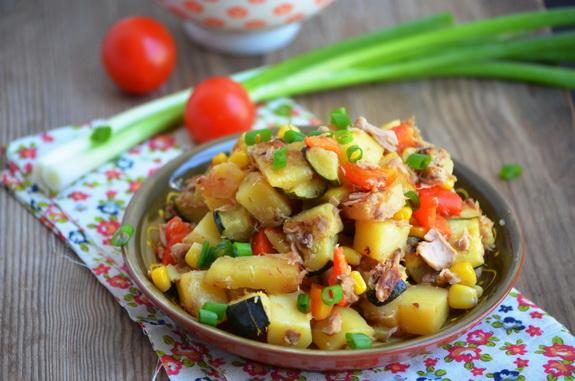чик чак с картофелем, тунцом и овощами