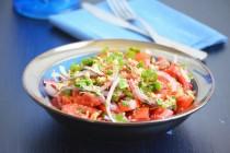 Салат с помидорами в грузинском стиле