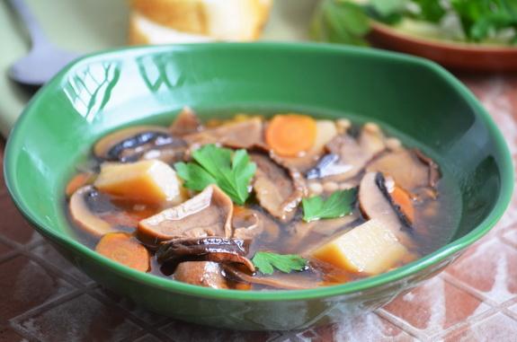 грибной суп с овощами и птитим