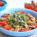 салат из чечевицы, помидоров и скумбрии