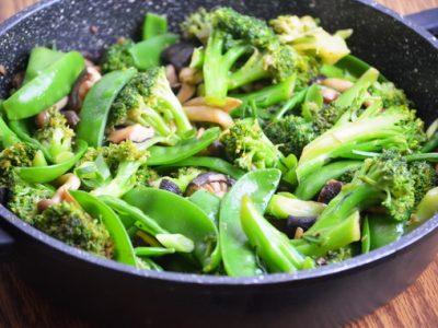 азиатское рагу с шиитаке и брокколи