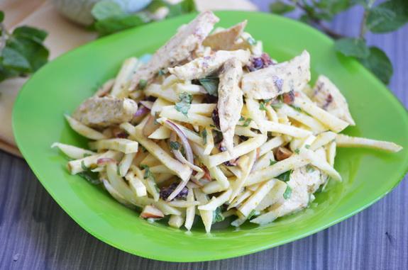Салат с сельдереем, курицей и майонезом карри