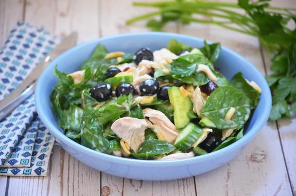 салат со шпинатом и голубикой