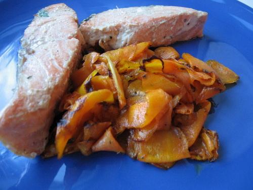 Лосось с карамелизированной морковью