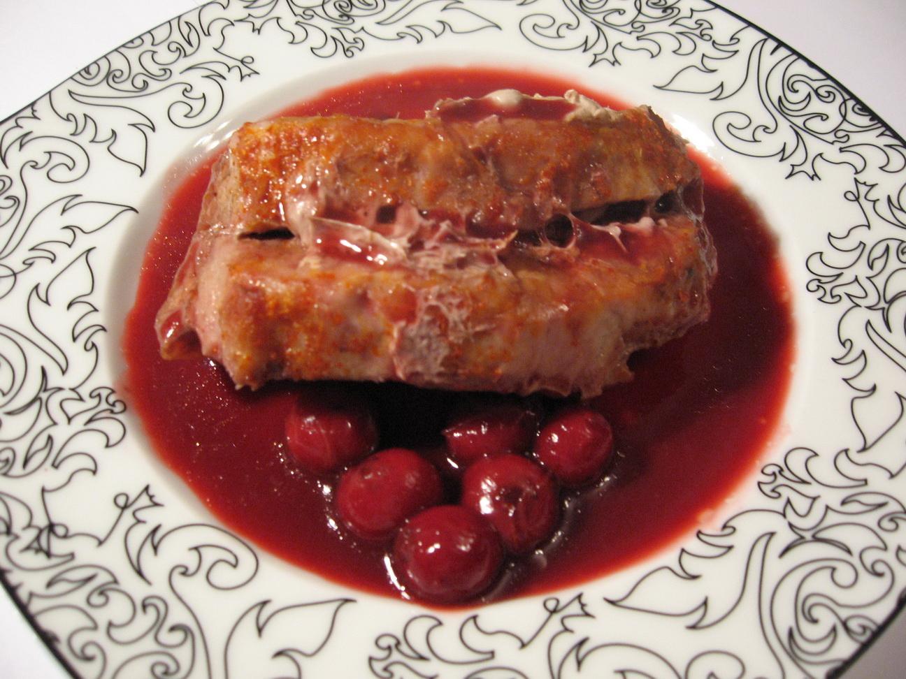 корейка с вишневым соусом