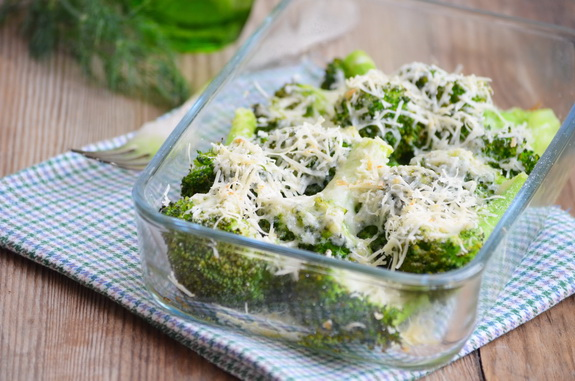 брокколи с сыром и сухарями