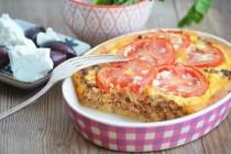 Открытый пирог с помидорами и мясом