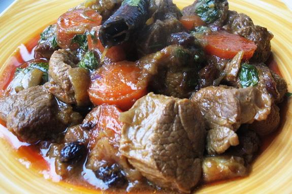 рагу из баранины с морквовью и изюмом