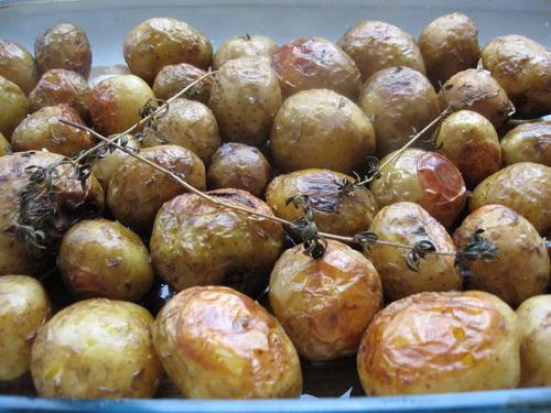 Молодой картофель с чабрецом