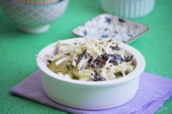 салат с капустой и черносливом