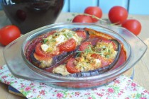 Баклажаны, фаршированные фетой  и помидорами