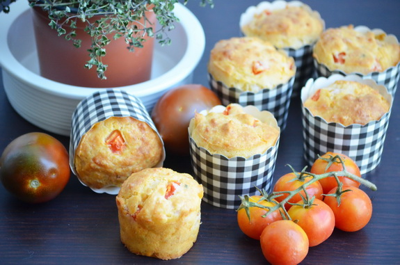 маффины с помидорами и моцареллой
