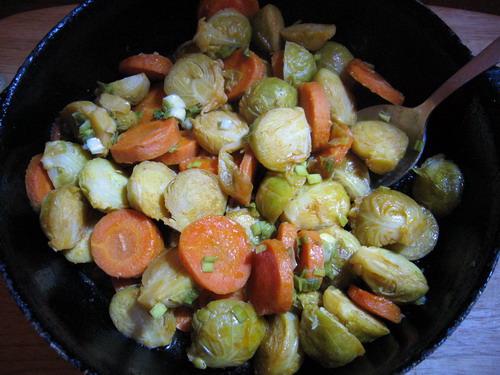 брюссельская капуста и морковь