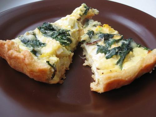 Пирог с мангольдом, сыром и яйцами