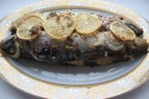 Скумбрия, запеченная с лимоном, петрушкой  и грецкими орехами