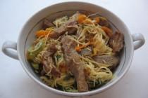 Рисовая вермишель со свининой и овощами